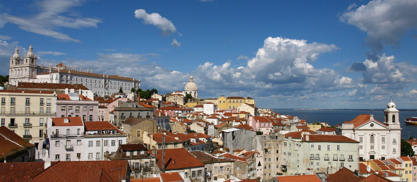 Alfama_Quarter_in_Lisbon_Portugal 1366 x 597